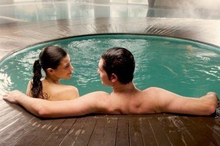 Immergersi in vasca idromassaggio e lasciarsi coccolare dall'acqua è una sensazione unica. http://www.centribenessereofferte.it/toscana/week-end-benessere/offerte-hotel-con-spa-a-chianciano-terme-37