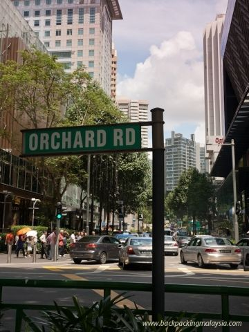 berjalan jalan sambil menunggu senja dan menghabiskan waktu? tidak ada tempat yang lebih baik dari Orchard Road bro! belanja, ngemil uncle ice cream, atau sekedar ngopi sambil melihat manusia lalu-lalang juga sama serunya! #SGTravelBUddy