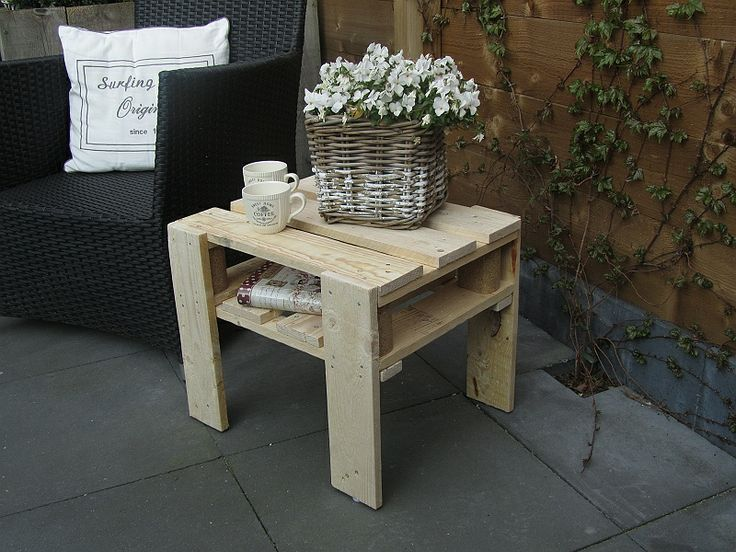 side table / night table of a pallet made