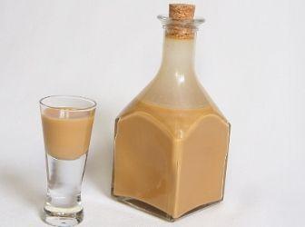 Ír krémlikőr recept, Baileys házilag: Az eredetire Baileys-re megszólalásig hasonlító, kiváló ír krémlikőr recept! Ha nem szeretne méreg drágán likőrt vásárolni, és az elkészítés örömét is szeretné magáénak tudni, már semmi sem akadályozhatja meg ebben! http://aprosef.hu/ir_kremlikor_baileys