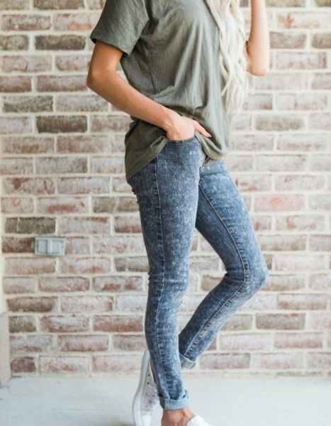 Black Acid Wash Jeans!! The jeans of your dreams are here! Introducing our black acid wash denim into our new arrivals, they are comfortable and versatile! || Bella Ella Boutique