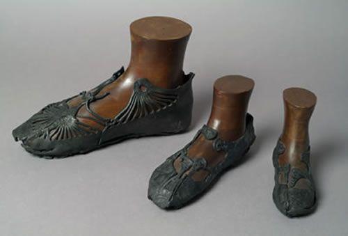 Foram encontrados Estes sapatos romanos entre 1979 e 1982 durante escavações arqueológicas em Bar Hill fort na parede de Antonine, Escócia, Grã-Bretanha.