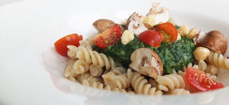 Je leest het goed, ik maakte een pasta gemaakt van bruine rijst. Deze pasta is glutenvrij, ei vrij, notenvrij en vrij van melk, ideaal voor veganisten en vegetariers!