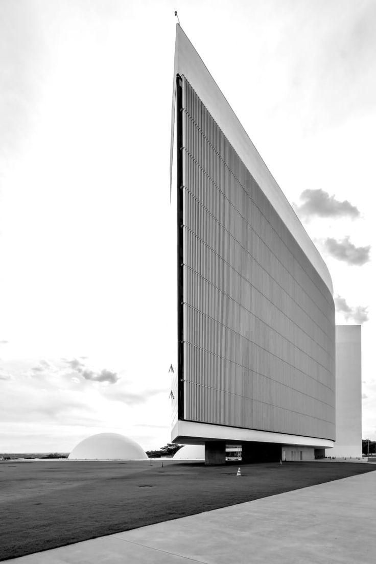 Oscar Niemeyer, Gonzalo Viramonte · Brasilia Tribunal Superior Eleitoral, 2001