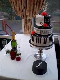 Elegant, musical themed weddingcake