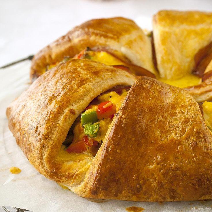Mag het in het weekend ietsje meer zijn bij je ontbijt en/of brunch? Dan is deze ontbijtring met ontbijtspek en eieren jouw go-to recept!