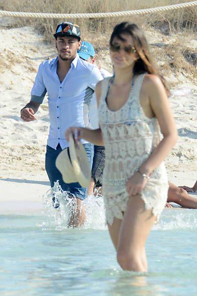Neymar e Bruna Marquezine curtem férias na Espanha