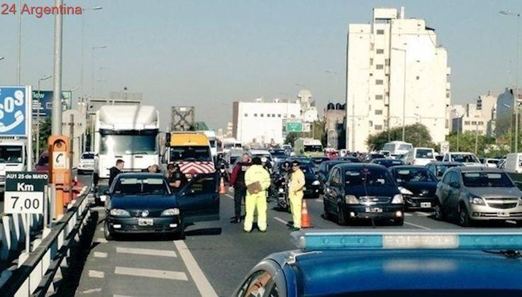 Pelea de tránsito: un policía baleó a un camionero en la autopista 25 de Mayo