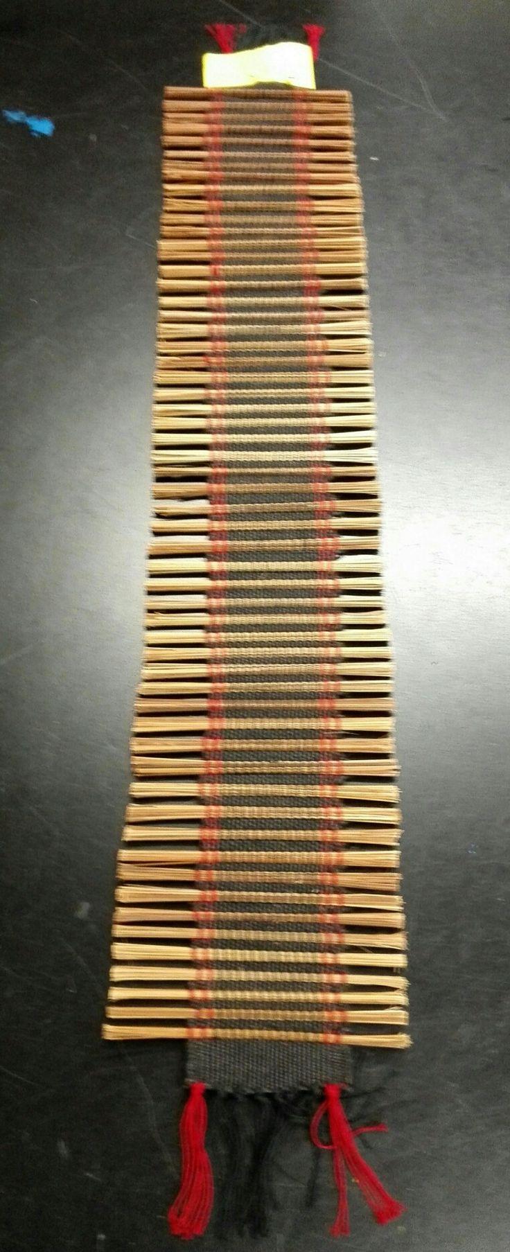 Kapea pöydänpäälinen n.78cm pitkä + hapsut.