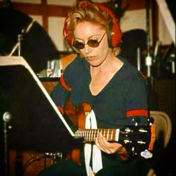 Carole Kaye with a blond Gibson Ripper bass