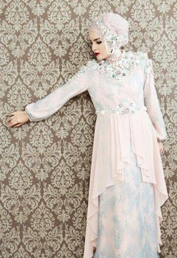 Lihat Disini!! 20 Model Kebaya Muslim Terpopuler di Tahun 2016 - Dengan mengenakan busana kebaya pada acara wisuda, maka akan terlihat lebih elegan dan anggu...