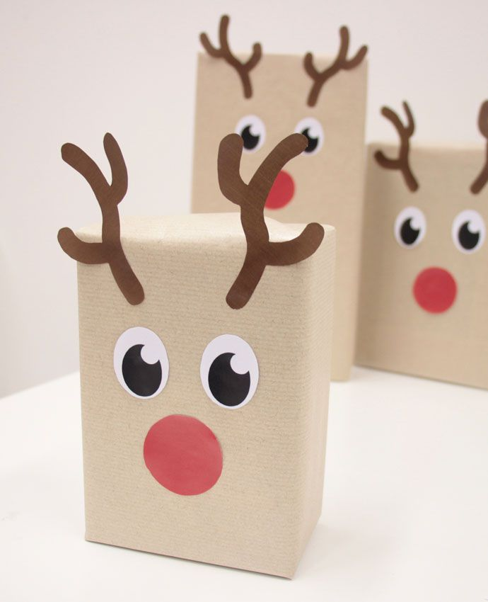 Click here to learn how to wrap presents to look just like reindeer! FREE printables included!