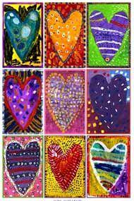 Kleine canvas, bijv 20 x 20 en dan 4x, een hartje op tekenen, buiten het hartje schilderen en het hardje schilderen en versieren, alle 4 verschillend en verschillende kleuren