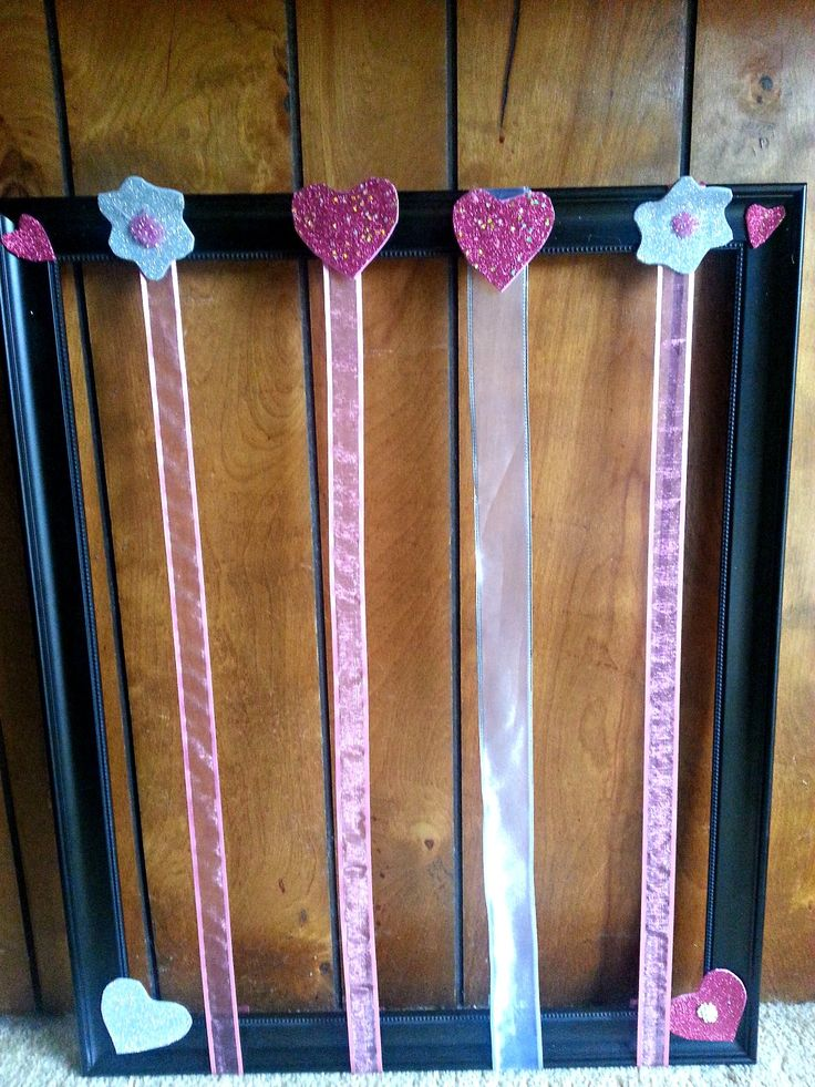 DIY: Easy Ribbon Bow Board - Perfect for a little girls room! #Decor #DIY #Bows