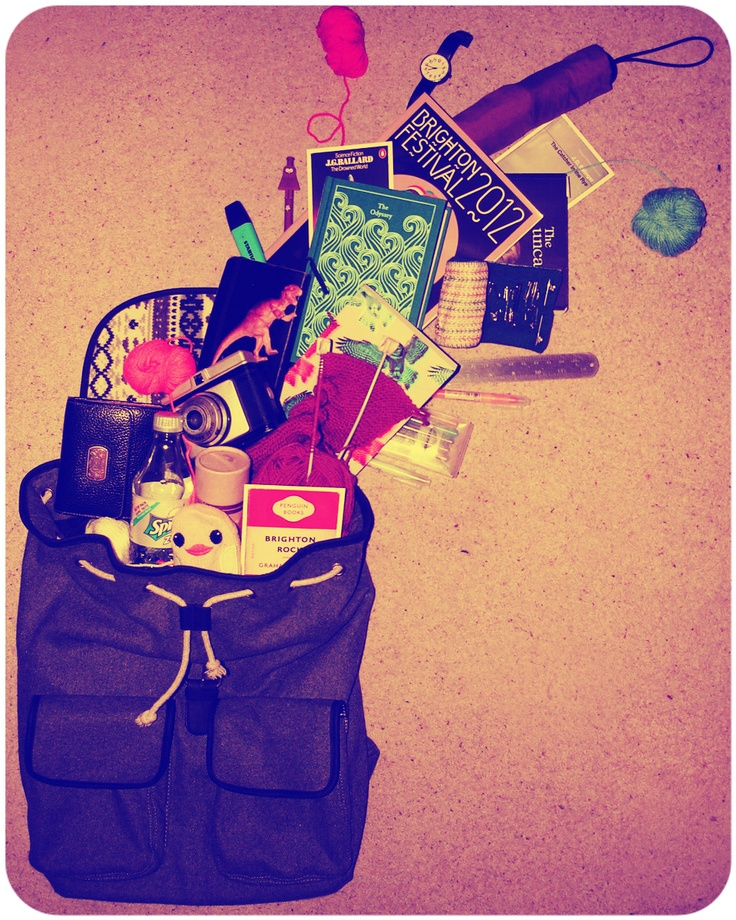 DIXIE COMPETITION / Laura's bag! Do you want to win the Ebony bag by Dixie? Simply email a photo of the contents of your bag to: naw@boozt.com...and if you want to know more about the competition, click here >> http://blog.boozt.com/2012/new-dixie-competition/