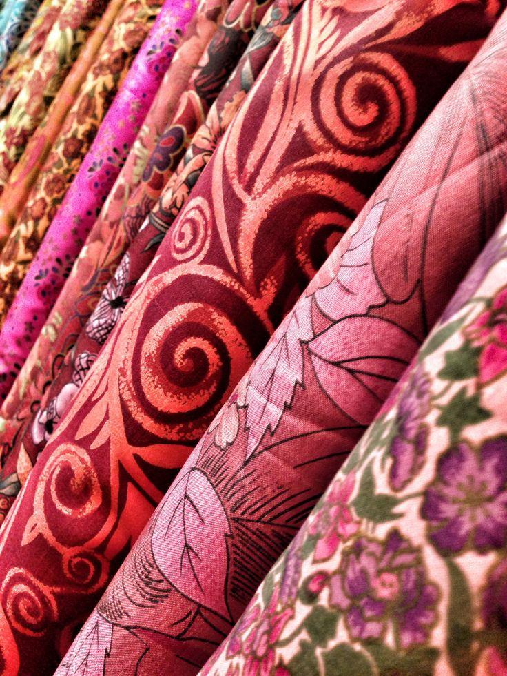 Si disponéis de tiempo suficiente en Chiang Mai interesaros por su industria textil, locales os harán de guía gratis a base de sponsors.