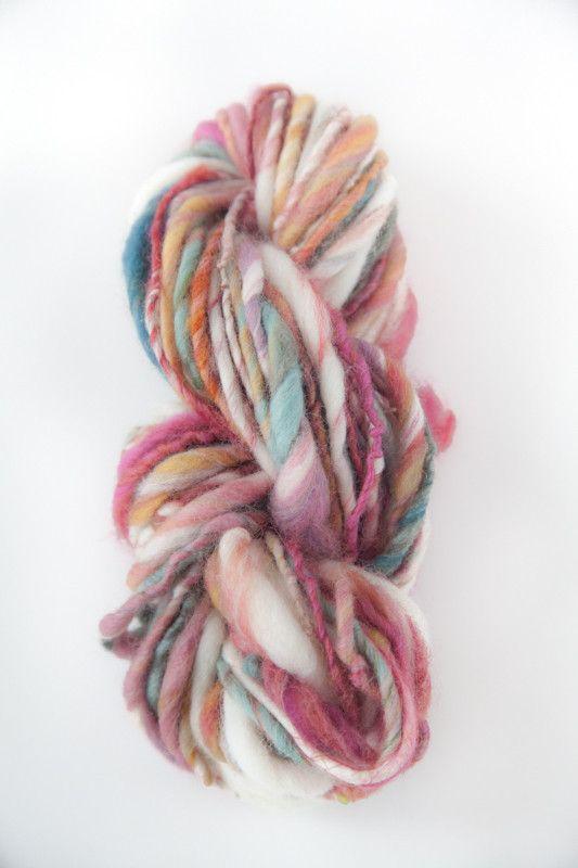 メリノファイバー使用、シングルプライ、手紡ぎ糸84グラム。やわらかく、肌触りの良い毛糸です。シュシュや帽子等の小物作りにいかがですか?|ハンドメイド、手作り、手仕事品の通販・販売・購入ならCreema。