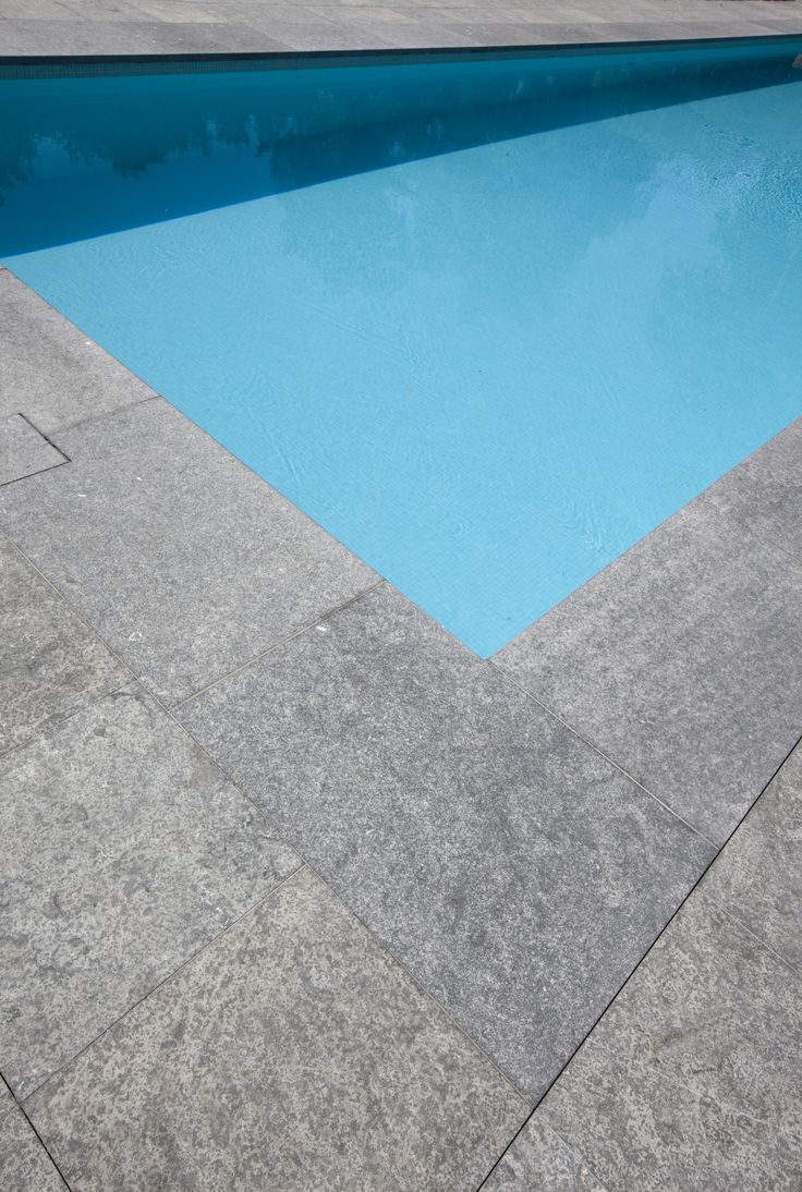 1000 images about swimming pools on pinterest for Carrelage pierre bleue belge prix