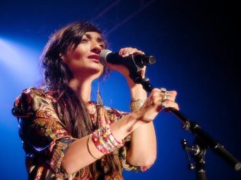 hindi-zahra-konseri.jpg (350×262)