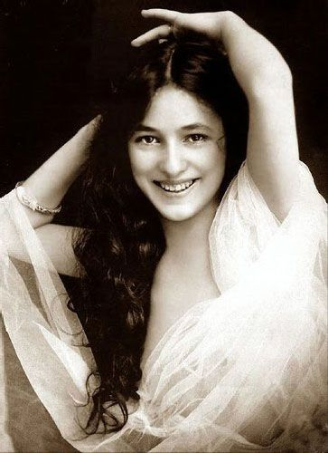 """The beautiful Evelyn Nesbit was at the center of a massive murder mystery.  The scandal produced what was called """"The Trial of the Century!""""  Here she is in happier times."""