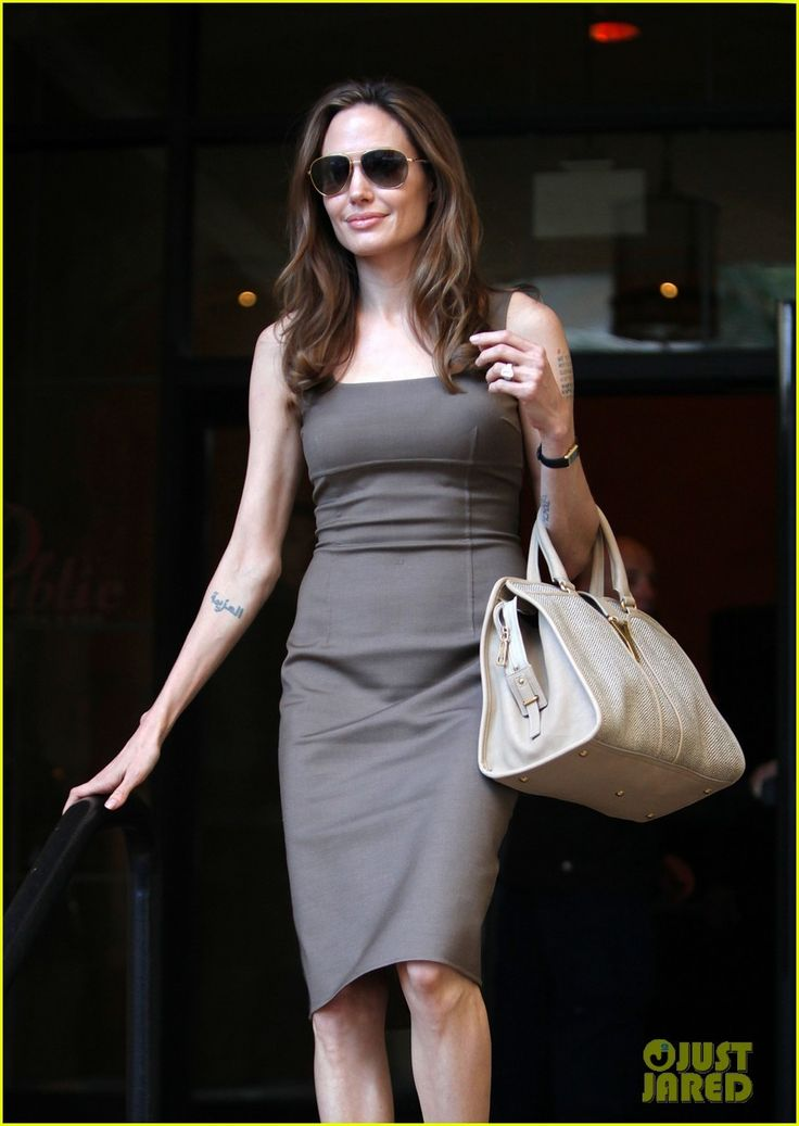 Angelina Jolie: Engagement Ring at Roosevelt Hotel!