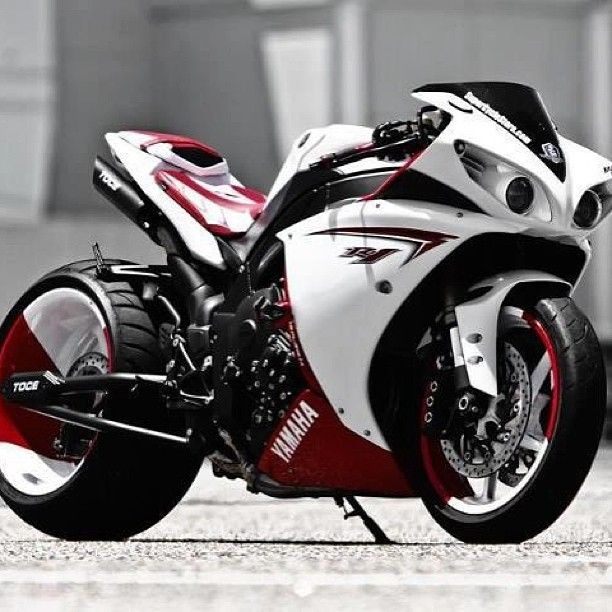 Custom R1 Yamaha- If I knew how to drive a motorcycle I would totally drive this! #Custom R1 Yamaha, #Yamaha