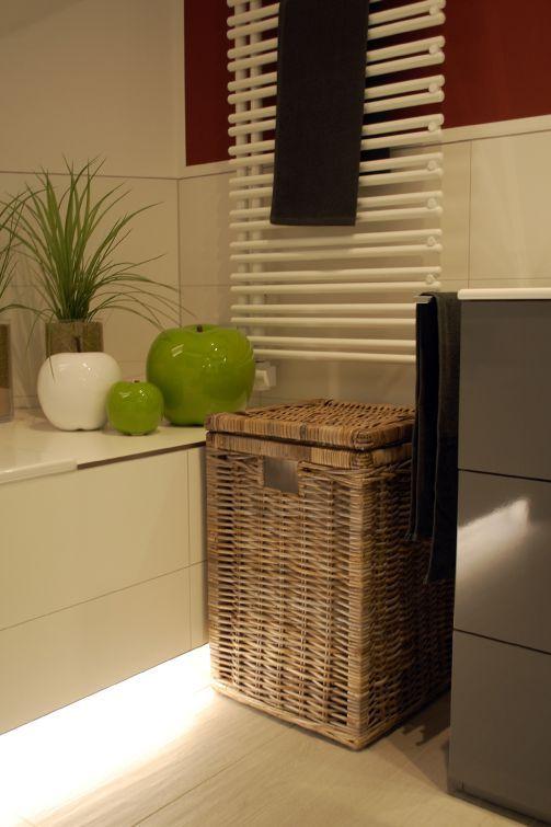 Wäschekorb MIA aus Rattan in Light Grey im Bad. Weitere Wäschetruhen finden Sie unter https://www.vivanno.de/wohnaccessoires/waeschekoerbe-waeschetruhen/ #Wäschekorb #Rattan