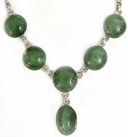 Image from http://www.designerstones.com/images/thumbnails/necklace_cats_eye_jade_tn1.jpg.