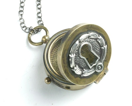 Would love to buy this one dayStyle, Lost Love, Lockets Necklaces, Brass Compass, Keyhole Lockets, Compass Lockets, Compass I, Keyhole Compass, Compass Necklaces