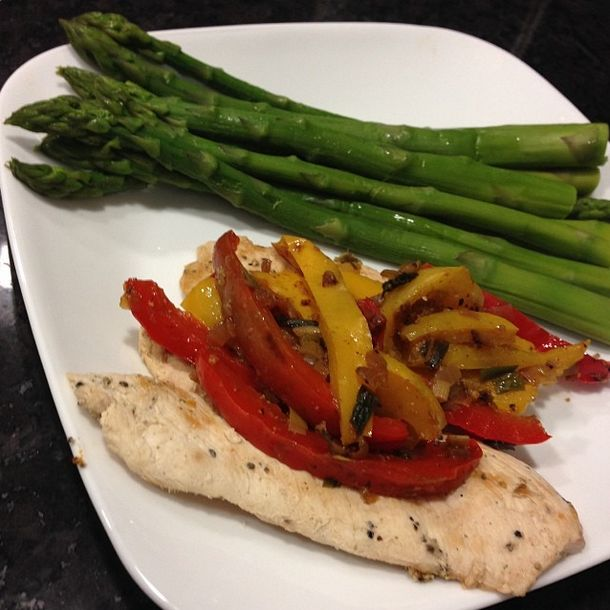 Antes de que desvíe el tema, jajaja, aquí les dejo un menú con 7 cenas saludables para la semana: LUNES: