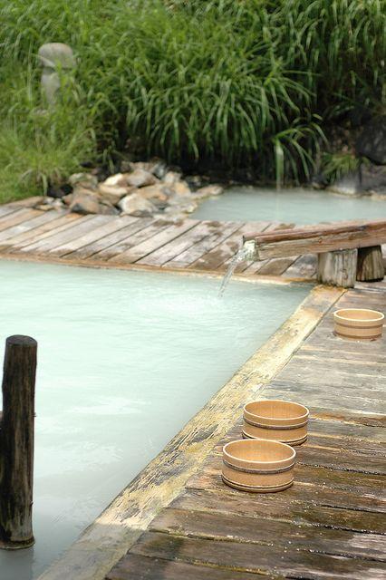 Nyuto Onsenkyo [Tsurunoyu], Akita Japan  秋田県乳頭温泉郷「鶴の湯」 大好きな温泉宿です。 湯の花があちこちにいっぱい!