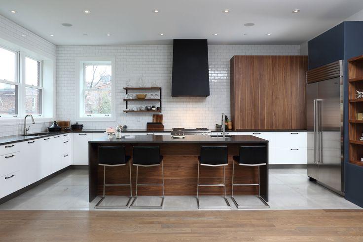 cuisine-contemporaine-blanche-marine-tuiles-subway-accent-noyer-métal-noir #2 - copie.jpg