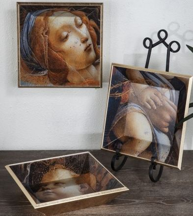 Our stunning renaissance inspired wooden and glass trays. Come in a set of three.