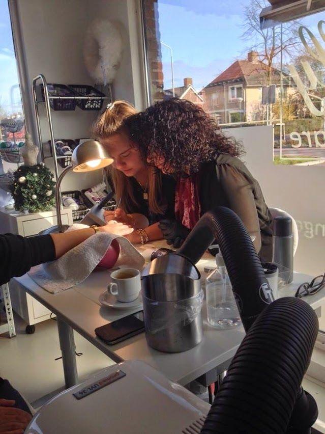 Shilly Beauty Care is een opleidingscentrum in Uden met jarenlange ervaring in het nagelstyling vak. Door de regelmatige bijscholing en directe betrokkenheid, weet Shilly als geen ander welke aandacht en ondersteuning een nagelstyliste nodig heeft. Meer informatie ? http://www.shilly-beauty-care.nl/opleidingen