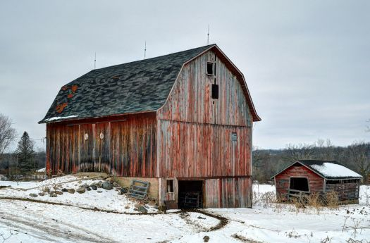 Old Barn In Winter... (54 pieces)