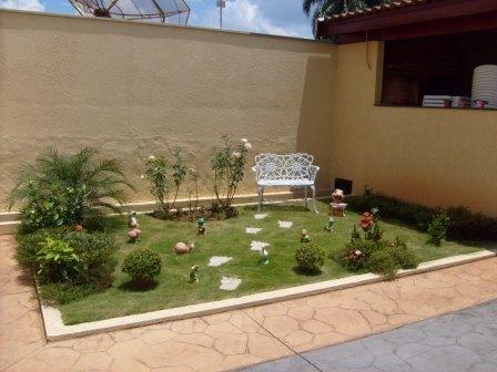 25 melhores ideias de jardins residenciais no pinterest for Jardin pequeno frente casa