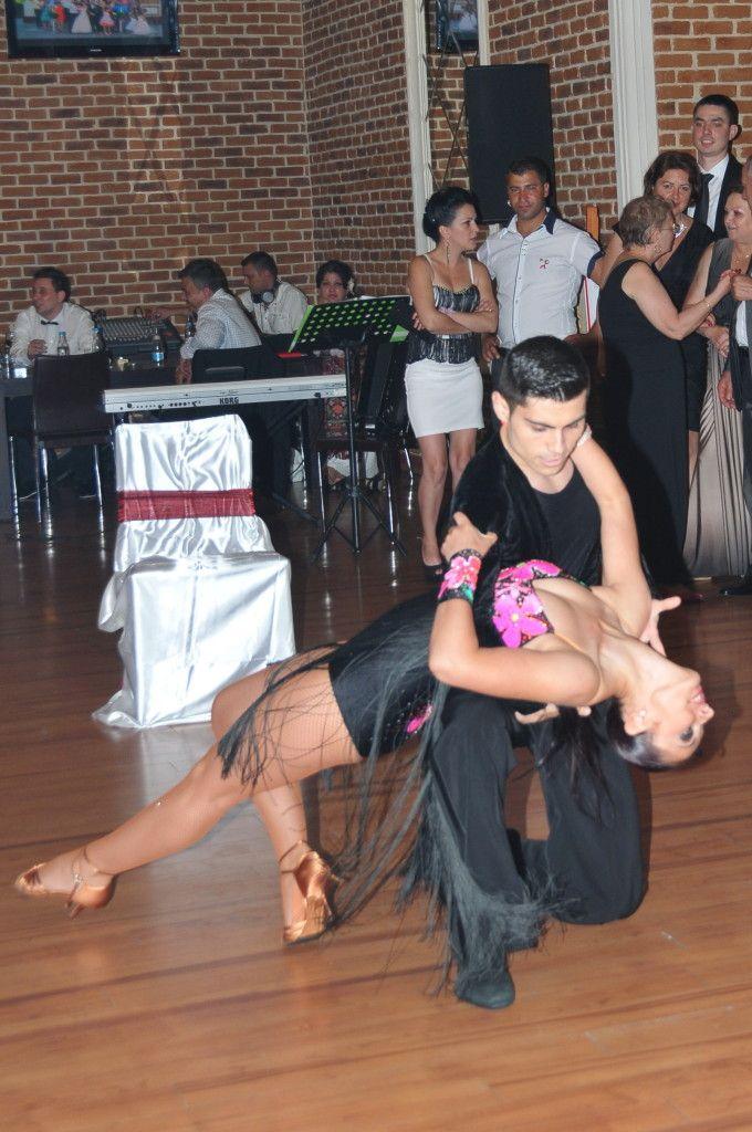 dansatori profesinisti