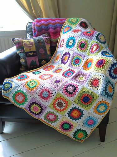 No pattern as from book, but the sunburst freebie is all over Pinterest. Lovely piece of work - scrummy! To inspire and ogle xox