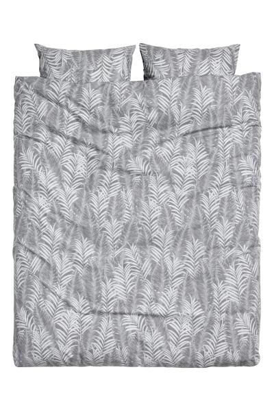 Parure de couette à motif: Parure de couette lit double en fil de coton fin à motif imprimé de feuilles de palmier. Housse fermée par boutons-pression métalliques dissimulés à la base. Deux taies d'oreiller. Fil 30. Densité 57 fils/cm².