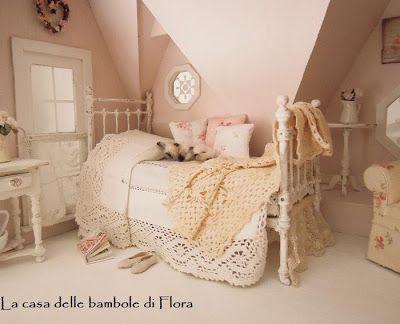 Blog: La Casa delle Bambole di Flora/ The Orchid dolls House. Very beautifully done. Bedroom