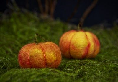 How to make felted pumpkins (turn into a cute pin cushion?)