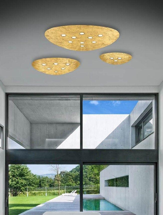 Kourtakis Lighting - LED #φωτιστικο #οροφης εσωτερικών χώρων από αλουμίνιο, σε χρυσό χρώμα, με θερμό λευκό φωτισμό. Διατίθεται σε τρία μεγέθη αλλά και σε λευκό χρώμα για να ταιριάξει απόλυτα με τον χώρο σας.  Δείτε την: http://kourtakis-lighting.gr/fotistika-orofis-indoor-fotistika-krebatokamaras-fotistika-saloniou-diakosmisi/3540-led-monterno-fotistiko-orofis-30watt-alouminio-xryso-triangolo-51609207.html