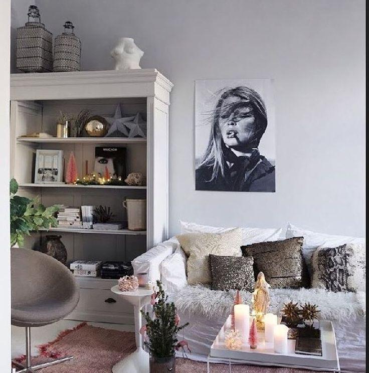 My home ... Rosa jul på gang i den nye stua mi, se mer i @botrend.no #snartjul #xmas #jul #myhome #mystyling