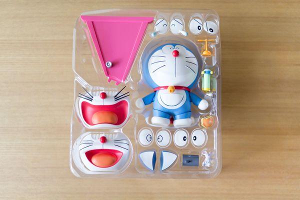猫村ボックスとドラえもんフィギュア