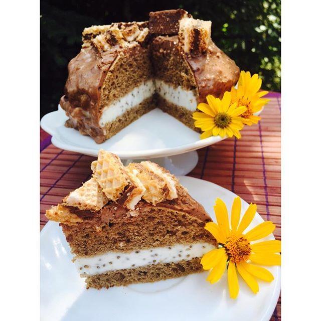 Ciasto Knoppers nie jadłam jeszcze więc się nie wypowiem ale fotkę wrzucam bo dość przyjaźnie wygląda dla oka  mąka…