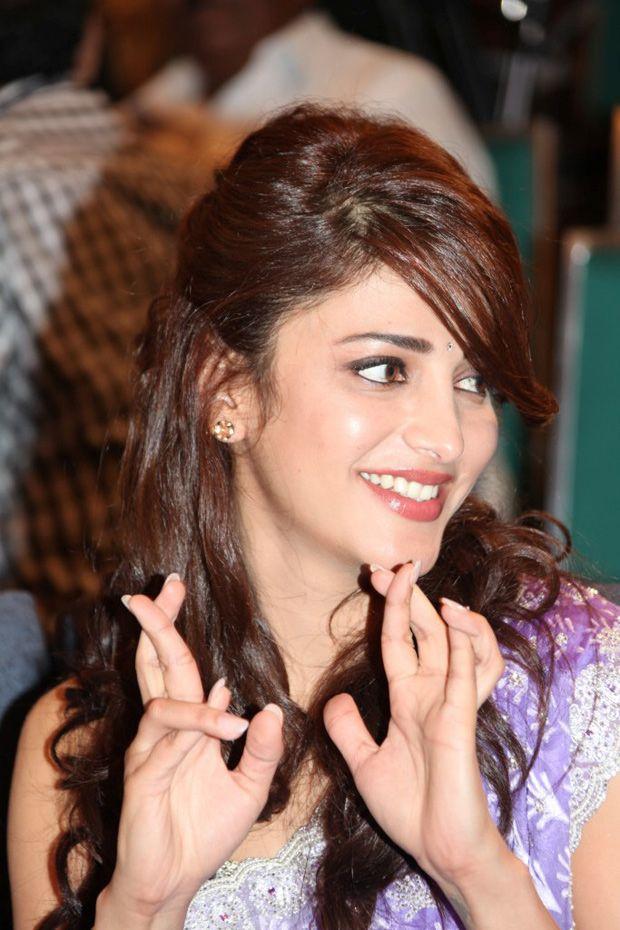 Sruthi Hassan - Actress Sruthi Hassan - Sruthi Hassn Saree Pics - Actress Sruthi Hassan Latest Pictures - Sruthi Hassan Wiki @Nitin Reddy.asia