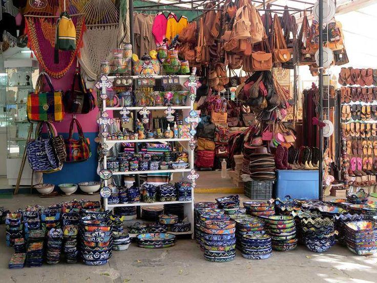 Cosas que hacer en Cancún que le darán más vida a tus vacaciones:    Visita el Mercado 28 en el centro de Cancún. Encontrarás de todo: artesanías, joyas, antojitos típicos, restaurantes de pescados y mariscos, cajeros automáticos y hasta farmacias.