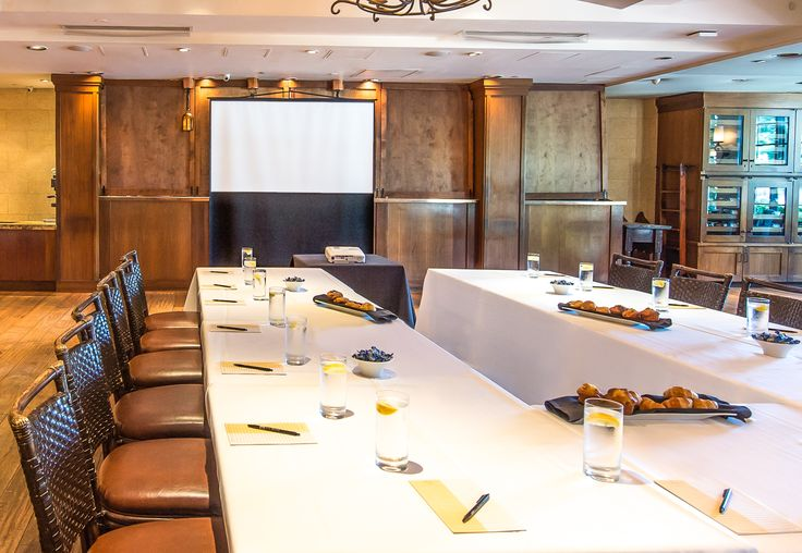 Host your important meetings at Hotel Los Gatos.