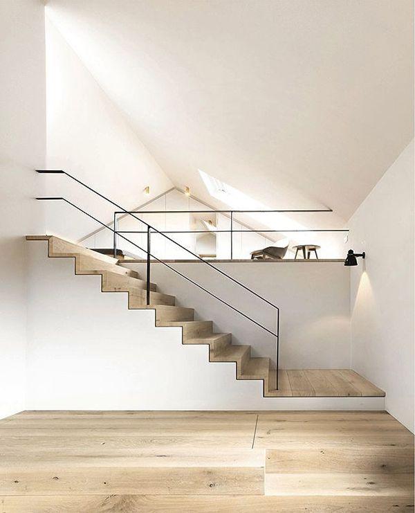Houten trap wit interieur