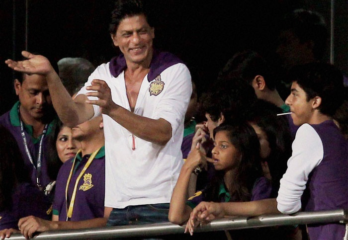Shah Rukh Khan watched the first match of IPL 6 with his kids - Suhana and Aryan - in Kolkata.